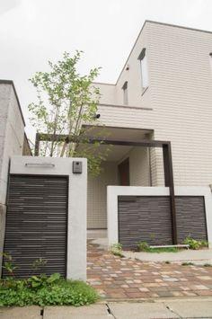 New Gate Design, House Design, Modern Gates, Compound Wall, Modern House Facades, Boundary Walls, Mail Boxes, Facade House, Fences