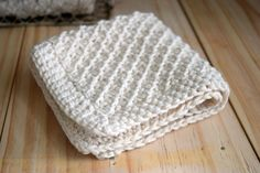 Daisy Stitch Washcloth Knitting Pattern/ wish it was crochet - it is such a beautiful design/ FREE KNITTED pattern/ easy
