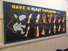 spaceship in space Rocket Bulletin Boards, Space Preschool, Preschool Ideas, Science Ideas, Space Theme Classroom, Classroom Ideas, Display Boards For School, Outer Space Theme, Library Events