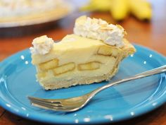 Get the best Marie Callender's Banana Cream Pie recipe on the ORIGINAL copycat recipe website! Todd Wilbur shows you how to easily duplicate the taste of famous foods at home for less money than eating out. Banana Pie, Banana Pudding, Cream Pie Recipes, Marie Callender's Banana Cream Pie Recipe, Top Secret Recipes, Pie Shop, Food Website, Banana Recipes, Restaurant Recipes