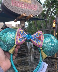 New Aladdin ears found in Disneyland! We grabbed them before they sold out. Disney Ears Headband, Diy Disney Ears, Disney Headbands, Tinkerbell Disney, Disney Mickey Ears, Disney Bows, Disney Fun, Disney Parks, Disneyland Ears