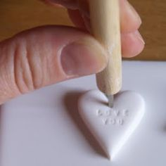 Great polymer gift tags tutorial from Artmind Tutorial No. 1 - Poppytalk, January Use this tutorial for DIY heart candy gift tags. Clay Projects, Diy Projects To Try, Clay Crafts, Fun Crafts, Heart Projects, Paperclay, Fimo Clay, Wrapping Ideas, Do It Yourself Home