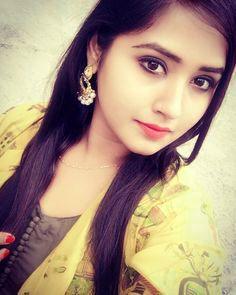 Beautiful girl selfie wallpaper pics images picture download
