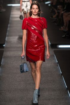Louis Vuitton Spring 2015 RTW – Runway – Vogue #pfw #style