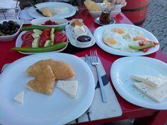 Seferi Mucip @seferimucip Her ne kadar gelincik şerbeti meşhur olsa da Ada Cafe'nin bir de kahvaltısını deneyin! #bozcaada @bozcaadacavusu2 ...