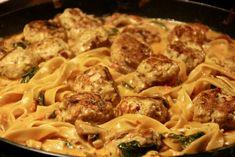 One pot pasta med kyllingekødboller - Det Glade Køkken Pot Pasta, Pasta Dishes, Bastilla, One Pot, Slow Cooker, Food And Drink, Meat, Chicken, Dinner