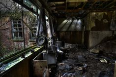 Abandoned Mental Asylum Hellingly, RIP, 33 Creepy Photo Tribute | WebUrbanist