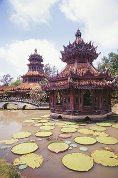 Bangkok: The Emerald Buddha Temple next to the Grand Palace.