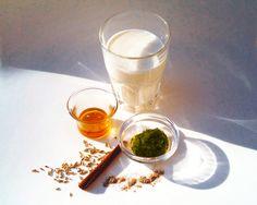 Olivenblätter, Honig, Fenchelsamen, Zimt und Kardamom sind die Zutaten für die Olivenblätter-Milch.