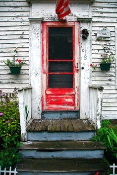 worn and wonderful red door… reckon why my old stuff doesn't look like this? Oturma Odası – home accessories Old Screen Doors, Old Doors, Portal, Old Windows, Windows And Doors, When One Door Closes, Modern Ranch, Grand Entrance, Door Knockers