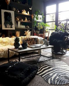 Adorable 50 Cozy and Beauty Bohemian Living Room Design Ideas https://lovelyving.com/2017/09/09/50-cozy-beauty-bohemian-living-room-design-ideas/