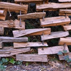 I wonder how long this split wood fence would last? I wonder how long this split wood fence would la Log Fence, Fence Gate, Rustic Fence, Fence Panels, Outdoor Projects, Garden Projects, Fence Design, Garden Design, Campolina
