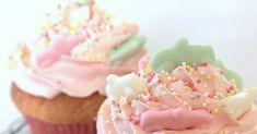 Du behöver... Cirka 24 vaniljcupcakes 5 1/2 dl vetemjöl 2 1/2 tsk bakpulver 1 tsk salt 225 g mjukt smör 4 3/4 dl socker 1 vanilj...