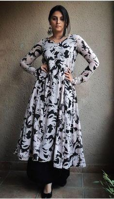 Fancy Dress Design, Stylish Dress Designs, Frock Design, Designs For Dresses, Stylish Dresses, Casual Indian Fashion, Indian Fashion Dresses, Indian Designer Outfits, Designer Anarkali Dresses