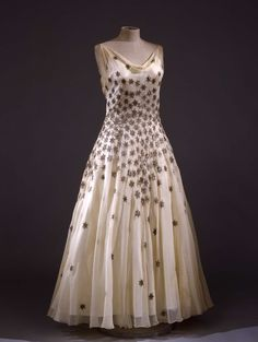 Evening gown in silk, with sequins shaped to resemble stars, Vionnet, 1931 - 1932.Collection Galleria del Costume di Palazzo Pitti.