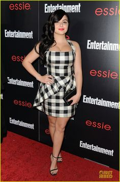 jesse tyler ferguson ariel winter ew sag nominees party 01 Jesse Tyler Ferguson suits up while attending the Entertainment Weekly Celebration honoring the 2014 SAG Awards nominees held at Chateau Marmont on Friday (January…
