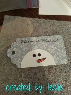 Not just a Christmas tag.I could see winter, summer with a sun and a melting snowman and a fall one with the snowman getting ready for his favourite time of the year. Holiday Gift Tags, Christmas Gift Wrapping, Holiday Cards, Snowman Cards, Christmas Paper Crafts, Handmade Tags, Christmas Tags Handmade, Scrapbooking, Paper Tags