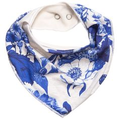 Baby girls bandana style bib by Molo. Made from soft cotton jersey with a pretty blue flower print. It has a soft fleece feel lining and fastens at the back with a popper.