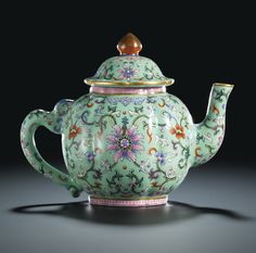 A FINE AND RARE LIME-GROUND FAMILLE-ROSE TEAPOT AND COVERSEAL MARK AND PERIOD OF QIANLONG
