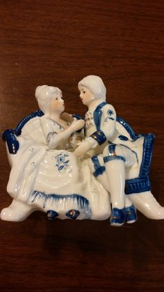 Porcelain courting couple figurine, Delft style statuette