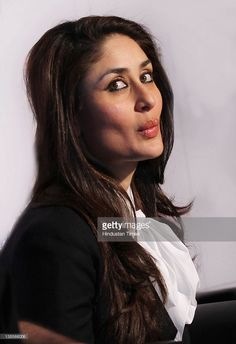 bollywood-actress-kareena-kapoor-during-press-conference-to-promote-picture-id138566006 (701×1024)