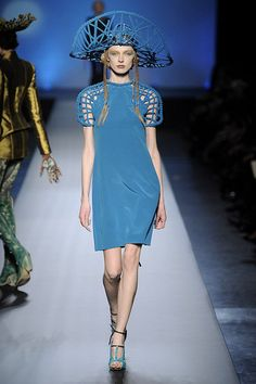 Love the shoulders | Gaultier Paris 2012