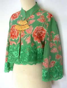 #Batik #tenun #kebaya Batik Blazer, Blouse Batik, Batik Dress, Muslim Fashion, Hijab Fashion, Boho Fashion, Womens Fashion, Beautiful Gown Designs, Modern Kebaya