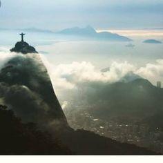 O Rio de Janeiro mesmo com chuva ou nublado continua lindo! A Inti deseja que o Rio fique cada vez mais lindo com novos empreendimentos sustentáveis de boa arquitetura e que sejam bons tanto para quem vai morar como para sociedade.  Negocie o seu terreno  Invista em imóveis Nos procure que temos o negócio adequado a cada perfil!#riodejaneiro #rioeuamoeucuido #errejota021 #sustentabilidade #arquitetura #incorporadora #imoveis #intisolucoes #invistaemimoveis #xocrise by…