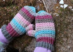 NuuTikki: Pipo, lapaset ja ohje helppoon tupsuun Fingerless Mittens, Knit Mittens, Wrist Warmers, Hand Warmers, Mittens Pattern, Handicraft, Knit Crochet, Quilts, Sewing