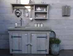 Buitenkeuken steigerhout met betonnen blad