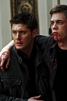 Jensen Ackles and Jake Abel as Dean Winchester and his younger half-brother Adam Milligan. Dean Winchester Supernatural, John Winchester, Castiel, Supernatural Seasons, Winchester Brothers, Supernatural Fandom, Jake Abel, Jared Padalecki, Jensen Ackles