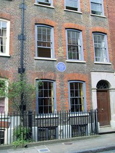 Dora Carrington, Bloomsbury Group, East End London, Most Famous Artists, Charleston Homes, London History, Small Basements, London House, Brick Lane