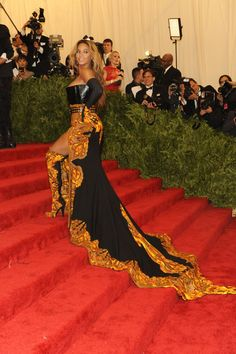 Pin for Later: 75 Moments Inoubliables du Met Gala Beyoncé Knowles — 2013