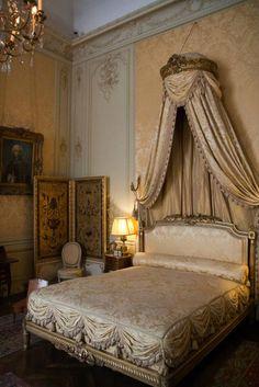 La chambre de Madame  musée Jacquemart-André  Dans sa chambre à coucher, Nélie Jacquemart a choisi de revenir à l'ambiance du règne de Louis XV.