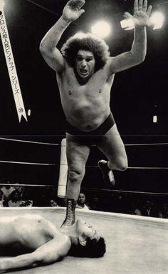 Andre the Giant vs Antonio Inoki - 画像: プロレスラーたちのグッとくる良い写真。 - NAVER まとめ