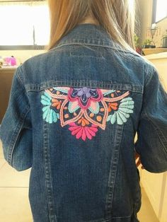 Trendy embroidery jeans jacket ideas Ideas,Trendy embroidery jeans jacket ideas Ideas Good some ideas for beautiful embroidery By embroidering lovely habits, little numbers or wonderful bor. Embroidery On Clothes, Embroidered Clothes, Embroidery Ideas, Embroidery On Denim, Jean Bordado, Artisanats Denim, Jean Diy, Embroidered Denim Jacket, Mode Jeans