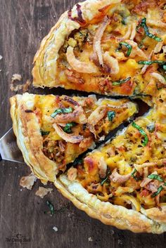 Thanksgiving comes and go and you're left with piles and piles of delicious leftovers. Here are some great ideas for post-Thanksgiving meals with your leftovers! Easy Leftover Turkey Recipes, Leftover Pizza, Thanksgiving Leftover Recipes, Leftovers Recipes, Holiday Recipes, Thanksgiving Ideas, Turkey Leftovers, Thanksgiving Celebration, Hosting Thanksgiving