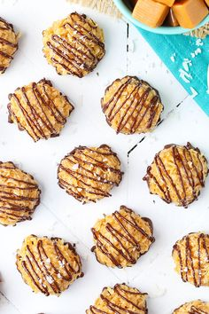 These Salted Caramel Coconut Macaroons are no bake and so easy to make! The perfect mix of coconut, caramel and chocolate! I'm in love! #caramel #coconut #macaroons