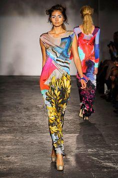 Color fashion Glam Basso and Brooke Summer 2012 Runway Fashion, High Fashion, Fashion Beauty, Womens Fashion, Spring Fashion, Classic Style Women, Textiles, Colorful Fashion, Fashion Prints