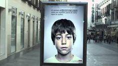 Uma associação espanhola de combate aos maus-tratos infantis criou um anúncio que somente pode ser visto na sua totalidade por crianças até aos 10 anos.