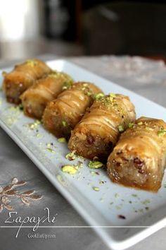 Σαραγλί Greek Sweets, Greek Desserts, Greek Recipes, Sweets Recipes, Cooking Recipes, Greek Cake, Low Calorie Cake, Greek Pastries, The Kitchen Food Network