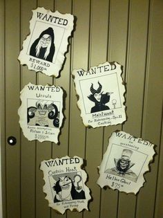 My diy Disney wanted villains posters for halloween to place on porch by door. D… My diy Disney wanted villains posters for halloween to place on porch by door. Draw, paint and the burn edges (carefully so you don't burn your artwork! Disney Halloween Parties, Theme Halloween, Halloween Birthday, Halloween Diy, Halloween Poster, Birthday Diy, Disney Diy, Disney Crafts, Adornos Halloween