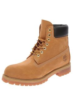 Las clásicas Timberland son un calzado cómodo y que le dará un toque diferente a cualquier look. Sin duda, un regalo muy estiloso. #hombre #estilo #regalos #moda #Timberland