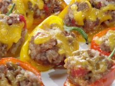 Mini Stuffed Peppers recipe from Trisha Yearwood via Food Network-Leave out rice for low carb Beef Recipes, Cooking Recipes, Healthy Recipes, Kitchen Recipes, Healthy Food, Kitchen Tips, Eating Healthy, Easy Recipes, Healthy Living