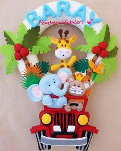 News Baby Crafts, Diy And Crafts, Crafts For Kids, Felt Name Banner, Felt Crafts Patterns, Felt Wreath, Felt Baby, Baby Wall Art, Felt Decorations