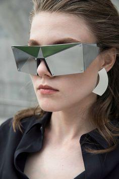 Srodna slika Sunglasses Women, Nude, Fashion, Moda, Fashion Styles, Fashion Illustrations