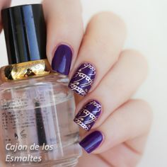Nail art based on the Lord of the Rings movie Purple and gold