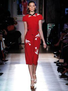 Apúntate al estilo Lady con faldas lápiz de talle alto y vestidos que marcan tu cintura http://www.elle.es/moda/tendencias/tendencias-primavera-verano-20122/tendencias-primavera-verano-2012-lady