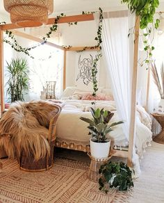 30 Gorgeous Bohemian Bedroom Decor Ideas - Gone were those days when people lived in houses with just white painted walls, regular bulbs, and marriage and family photos in standardized photo fr. Source by kayedoeslogos bohemian bedroom Room Ideas Bedroom, Dream Bedroom, Home Bedroom, Bedroom Scene, Canopy Bedroom, Bed Room, Bedroom Inspo, Nature Bedroom, Bedroom Wall