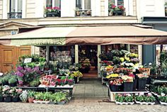 At Rue Cler, you can find gorgeous flower shops! And it is near the Cadran Hotel!    Find out more on our blog: http://cadran-hotel-gourmand.com/